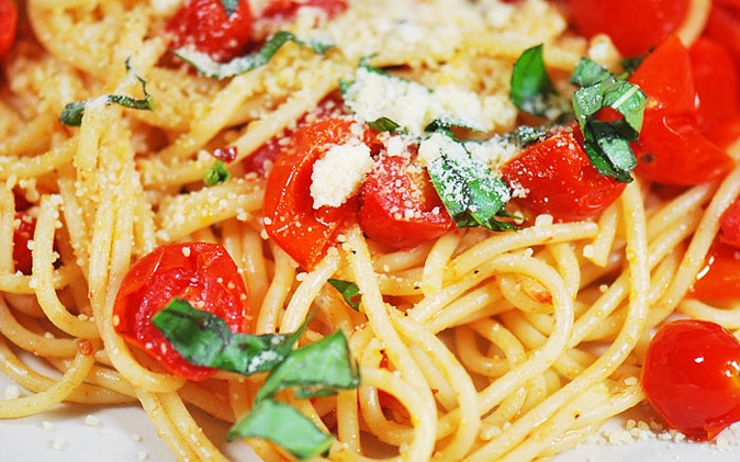 Spaghetti with Fresh Cherry Tomatoes and Basil