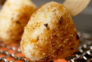 Japanese Yaki Onigiri - Grilled Rice Ball with Soy Sauce and Butter ( 焼きおにぎり ) Recipe
